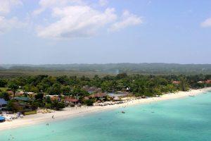Beachcomber Club Resort бронирование