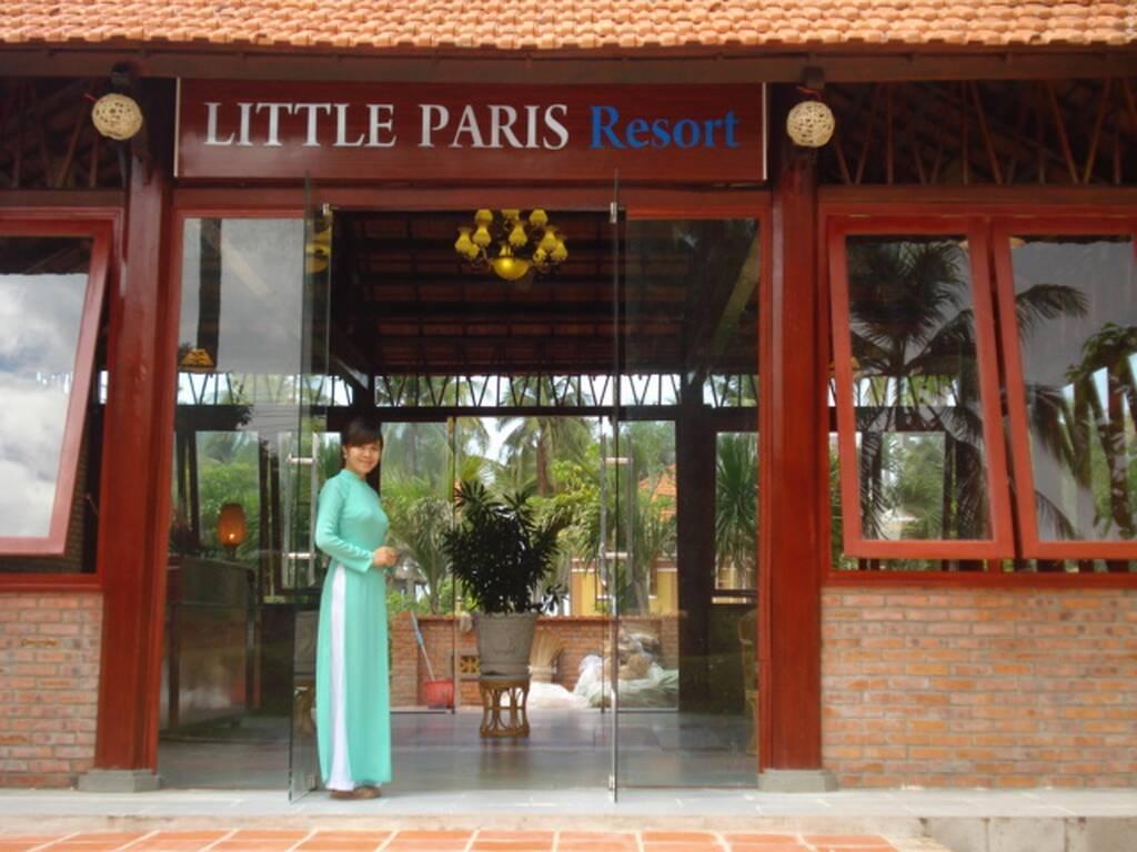 Little Paris Resort бронирование