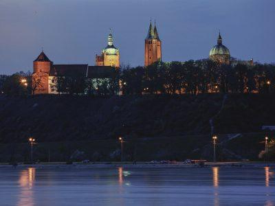 Польша, Плоцк, вид на замок Казимира с реки